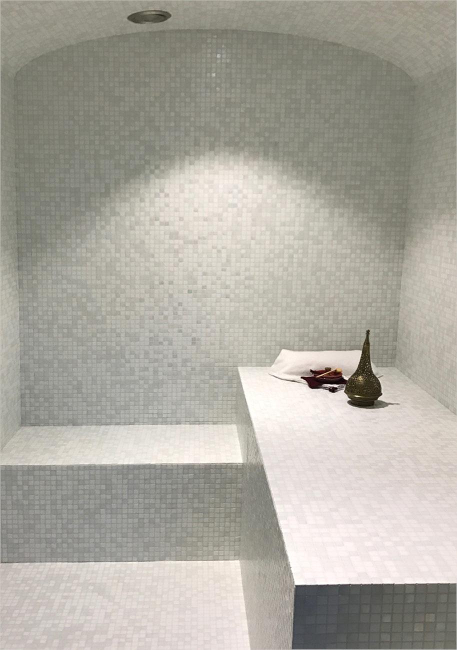 Hammam mosaïque blanche et grise